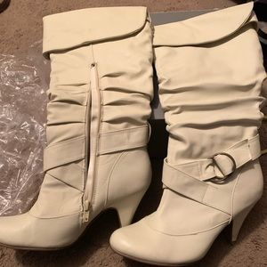 Women's size 7 ivory soft boots